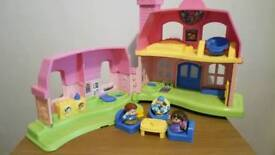 FISHER PRICE LITTLE PEOPLE HOUSE WITH FIGURES AND ACCESSORIES