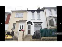 3 bedroom house in Gordon Road, Chatham , ME4 (3 bed)