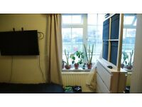 Double Bedroom to rent in a Southville 3 bed bungalow just off North St with a huge garden!