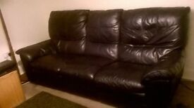 2 leather sofas 3 seater and 2 seater 4 end seats with elecric recline