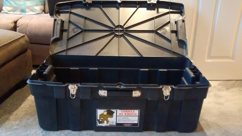 GORILLA BOX ON WHEELS LARGE HEAVY DUTY MILITARY FORCES PLASTIC STORAGE TRUNK KIT GEAR BOX USED & GORILLA BOX ON WHEELS LARGE HEAVY DUTY MILITARY FORCES PLASTIC ...