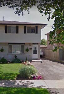 Beautiful Semi-Detached House for Rent in Niagara Falls