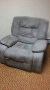 FAUTEUIL INCLINABLE - RECLINER CHAIR
