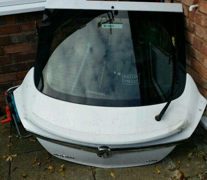 Vauxhall insignia tailgate
