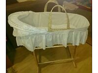 2 Clair de lune Moses baskets with stands