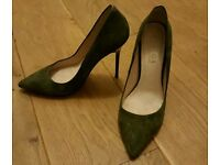 Office designer high heel size 7