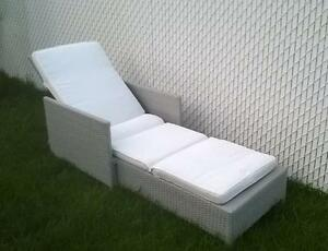 Chaise longue style rotin