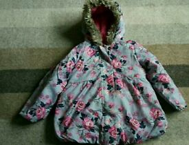 ***Girls beautiful padded hooded winter coat age3-4