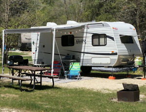 Easy to tow 2013 Jayco Trailer - small suv mini van