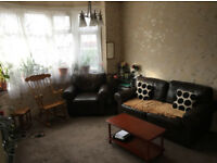 @1st floor 1 double bedroom property ( Blenheim road, ilford dss or housing benefit accepted) @