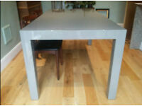 Beautiful extendable moden dining table for sale