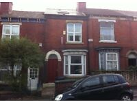 Unfurnished mid terrace located just off London Road (Witney Street)