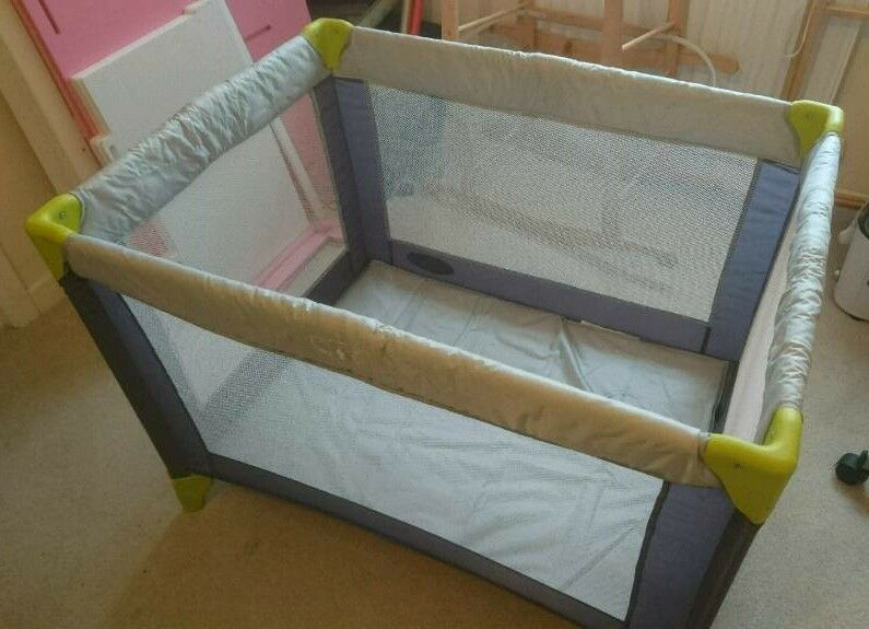 Travel cot / play-pen