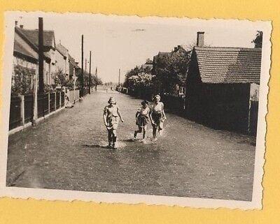1/14 FOTO GRÖDITZ FLUTUNG 1941 STRASSE RICHTUNG FRAUENHAIN KINDER HAUS WASSER