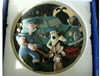 Wallace & Grommet sculpted collection plate. Limited edition