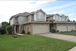 6 Candle Cres-Gorgeous Executive Townhouse