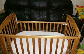 Baby cot with drawer wheeled + matress