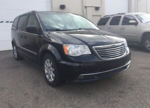 2014 Chrysler Town & Country Touring/ 6 months warranty included