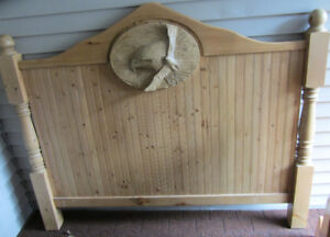 AMAZING HANDCRAFTED QUEEN SIZE EAGLE HEADBOARD