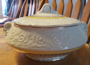 Sovereign Canada Vegetable Bowl: British Empire Made 1930's