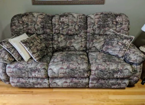 Brand new condition Lazyboy reclining couch