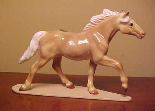 RETIRED #3333 Hagen-Renaker Specialty THOROUGHBRED TROTTING Ceramic Horse Figure