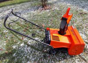 ARIENS 2 STAGE 3 HORSEPOWER  2 Cycle SNOWBLOWER