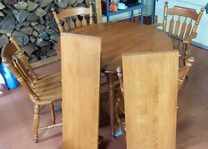 Roxton- Solid Maple Dining Room Table and Chairs