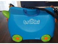 TRUNKI kids ride on suitcase blue orange boys with strap