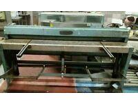 Sheet metal guillotine