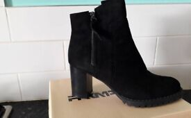 New Ankle Boots size 5
