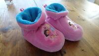 Dora Slippers Size 5-6 / Pantoufles Dora Grandeur 5-6