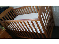 Baby Cot & mattress in very good clean condition