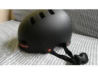 Mongoose cycle, skateboarding helmet. 51=55cm