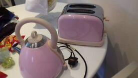 KETTLE AND TOASTER PINK MATCHING SET PE LOVED BUT FAB CONDITION 15.00 THE SET WAVERTREE