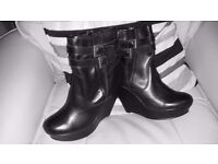 Imaculate black wedge boots