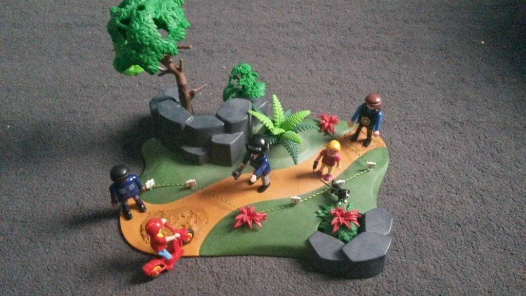 PLAYMOBIL POLICE CRIME SCENE PARK PLUS FIGURES ACCESSORIES | in Walton,  Merseyside | Gumtree