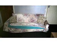 Free seattee sofa .