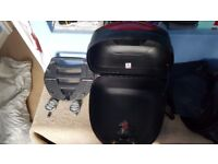 Givi 30ltr topbox and base plate.