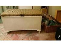 VINTAGE ottoman with cushion top Loom Style