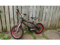 Kids bike in good condition with side wheels