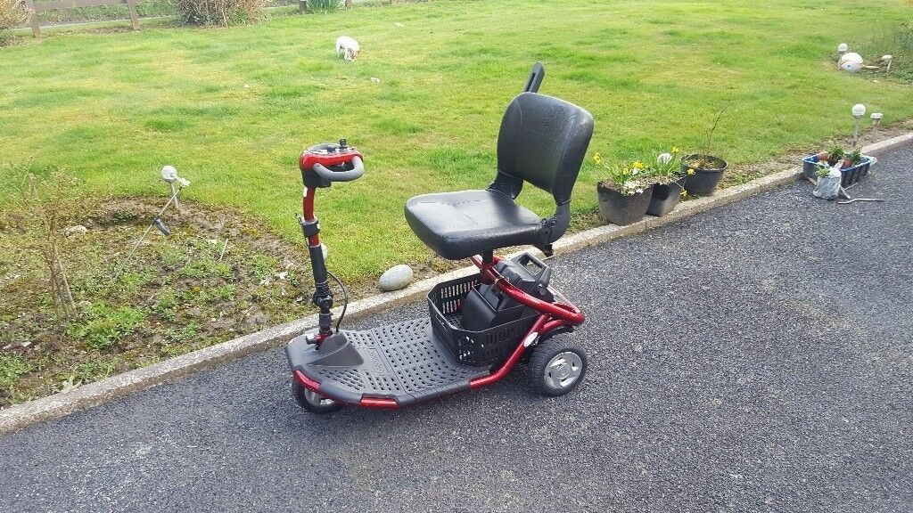 Mobility scooter zoom 0-6 mph fits in car boot