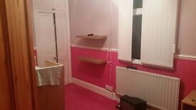 Single Bedroom to Let. (in pink) can be painted