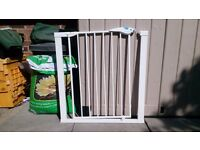 LINDAM EASY FIT PLUS DELUXE SAFETY GATE BOXED WITH ALL FIXINGS