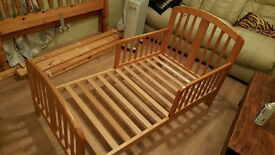 Children's Bed, Quality Solid Wood Kids Bed Excellent Cond.