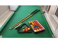 Fold away pool/snooker table
