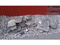 Free rubble- mixed slabs and concrete