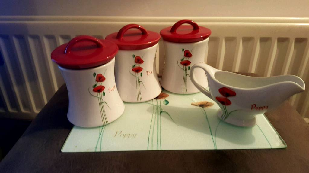 Poppy kitchen