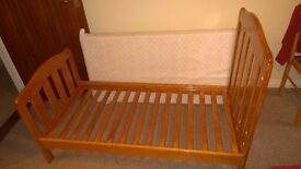 Sale Children wooden cots Good, solid cot with a mattress //////