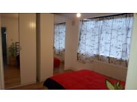 Bright Double Room with Bathroom [Hendon/Colindale - The Hyde]